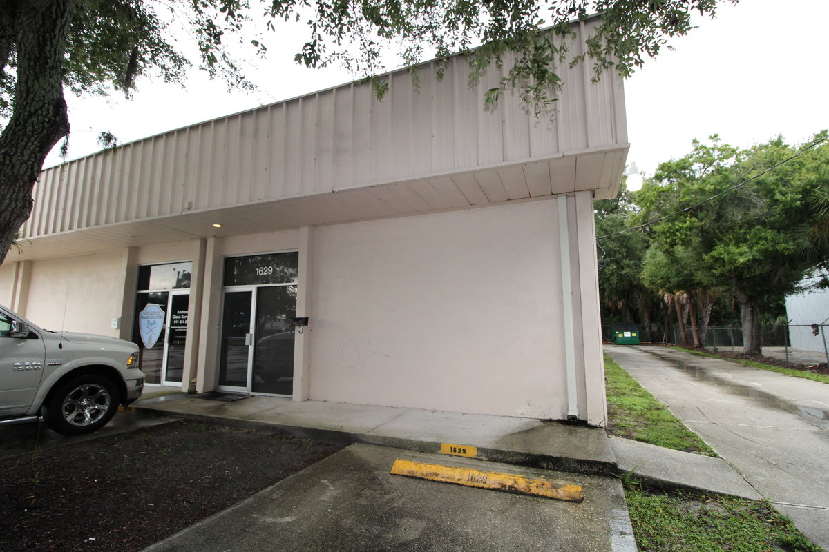 2,000 SF Office/Warehouse Unit with 3 Phase!