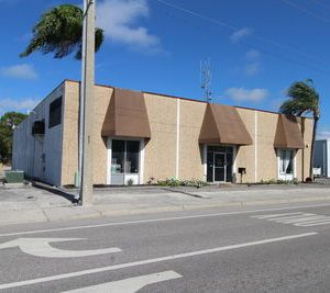 7,000 SF Office/Warehouse, 3 Phase & 3 Drive-In Doors 1645 12th St, Sarasota, FL 34236