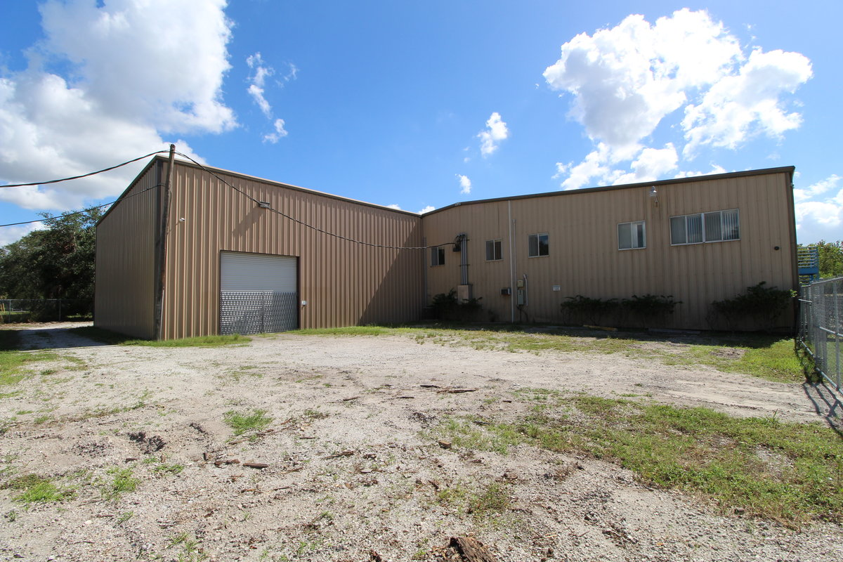 27,850 SF Industrial Facility with Fenced Storage and 3 Phase 6503 19th St E, Unit: BUILDING, Sarasota, FL 34243