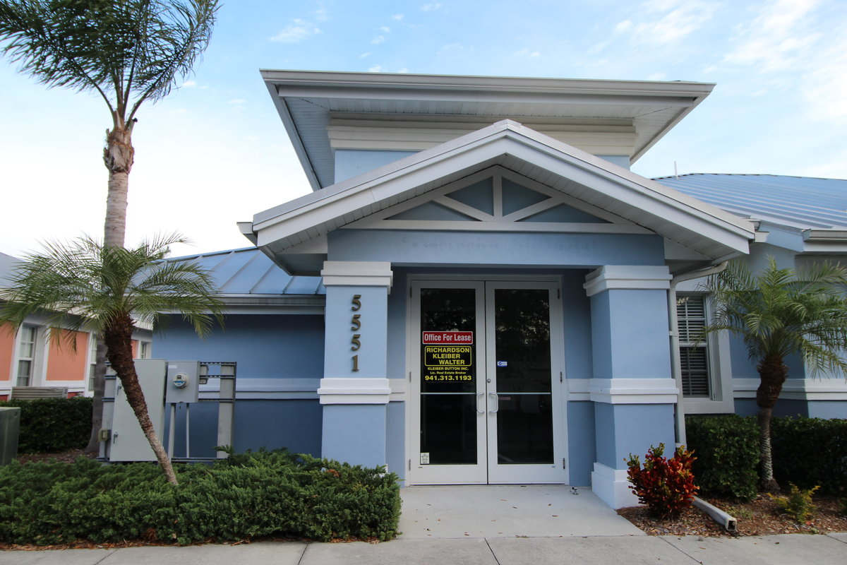 1,460 SF Professional Office For Lease – Minutes to I-75
